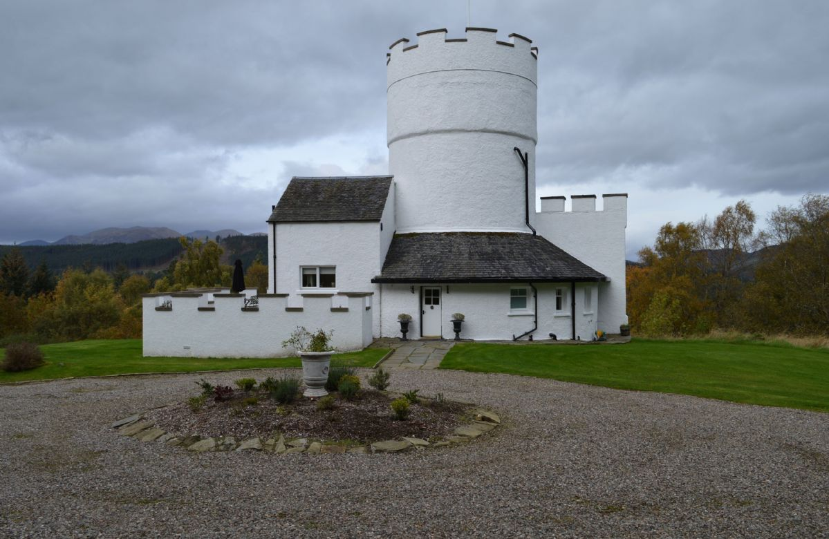 Short Break Holidays - The White Tower of Taymouth Castle