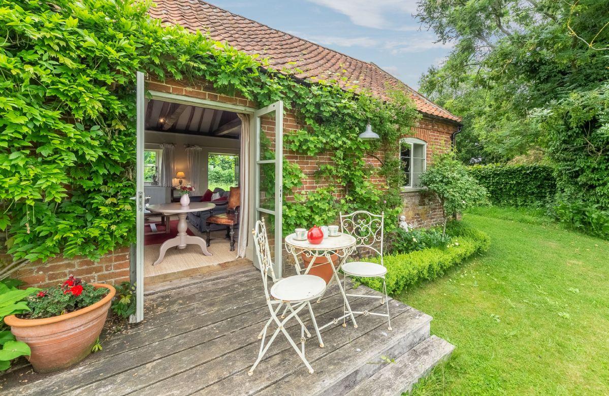 Short Break Holidays - Acorn Cottage