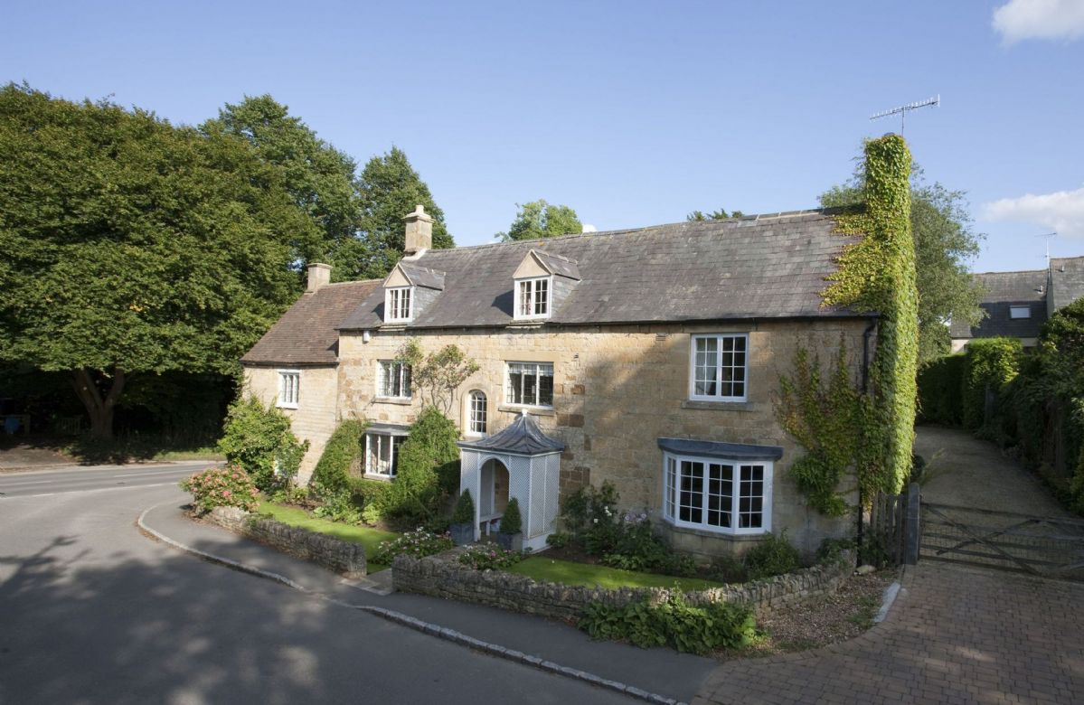 Short Break Holidays - Wolds End House