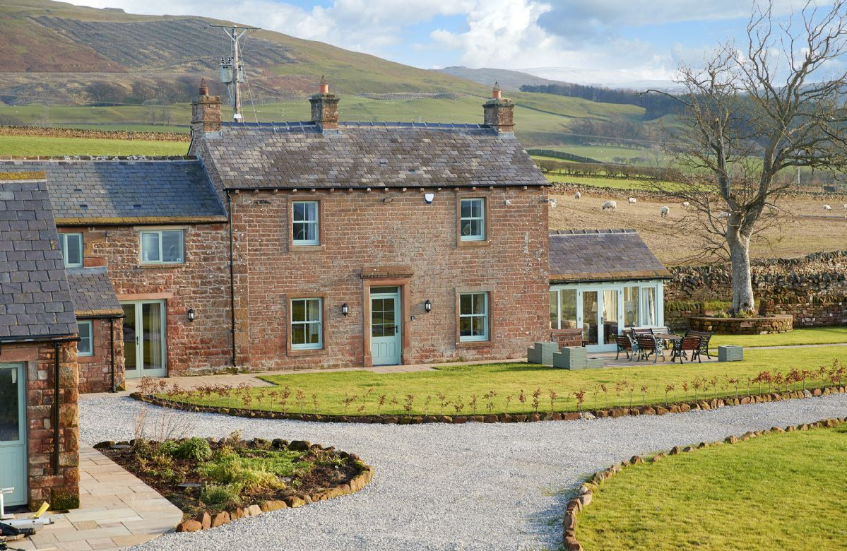 Short Break Holidays - Todd Hills Hall Farmhouse and Vale Croft