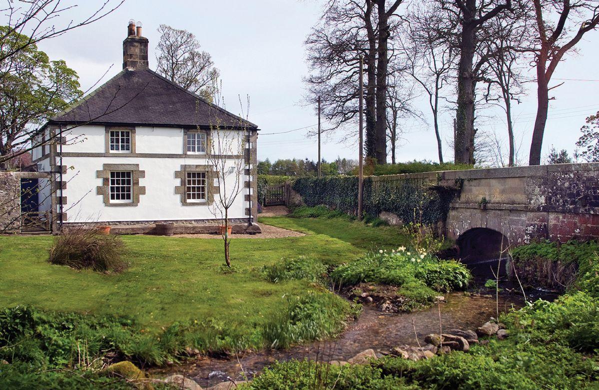 Short Break Holidays - Haughton Castle - White Lodge
