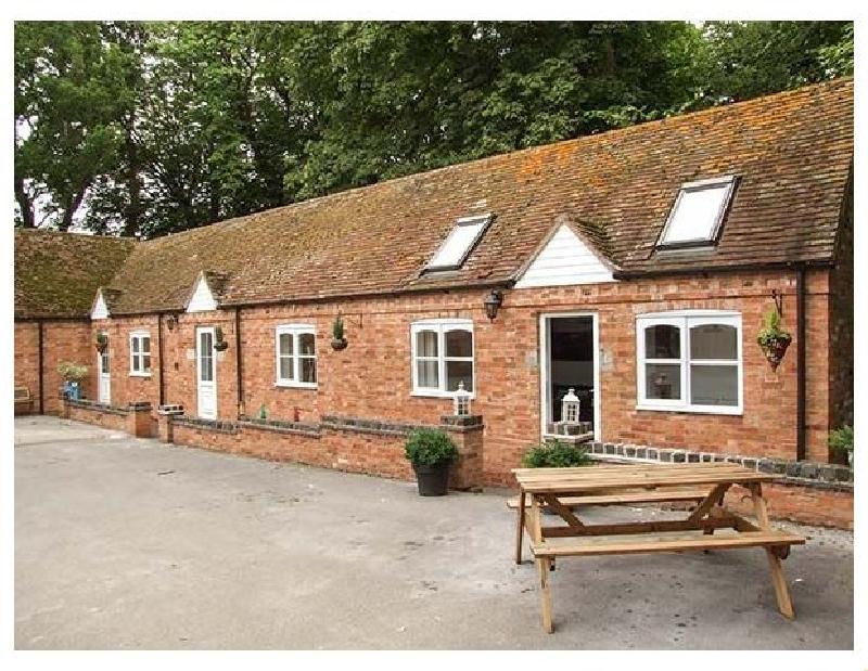 Short Break Holidays - Finwood Cottage 2