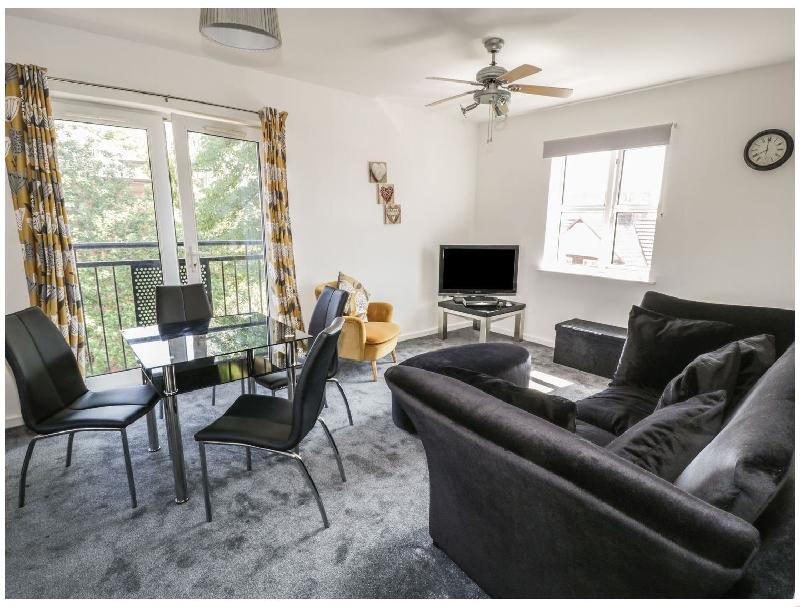 Short Break Holidays - Blossom Hill Apartment
