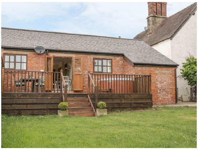 Short Break Holidays - Old Hall Barn 1