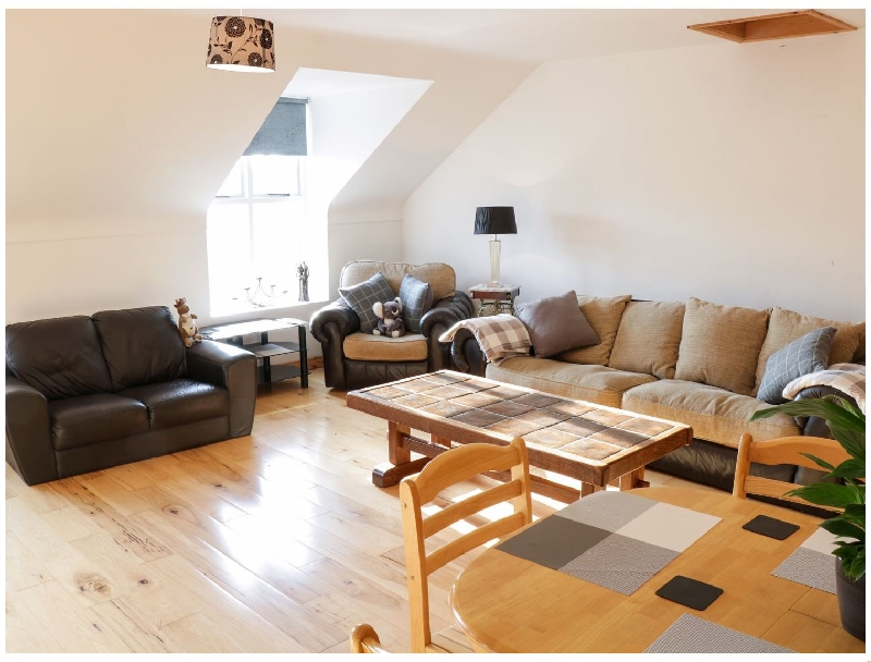 Short Break Holidays - Ballymote Central Apartment
